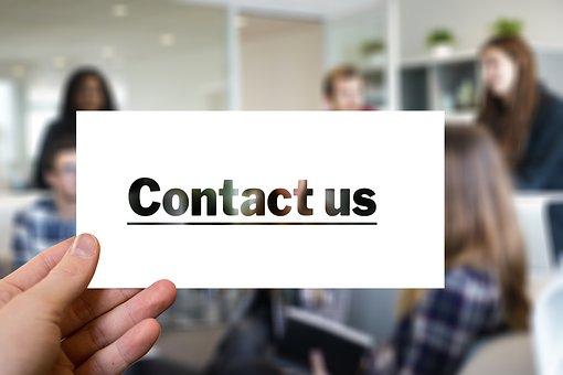 foto di cartello con scritto Contact Us come una delle tattiche di marketing