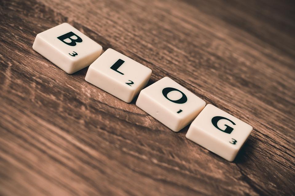 foto di scritta Blog per trovare nuovi clienti online